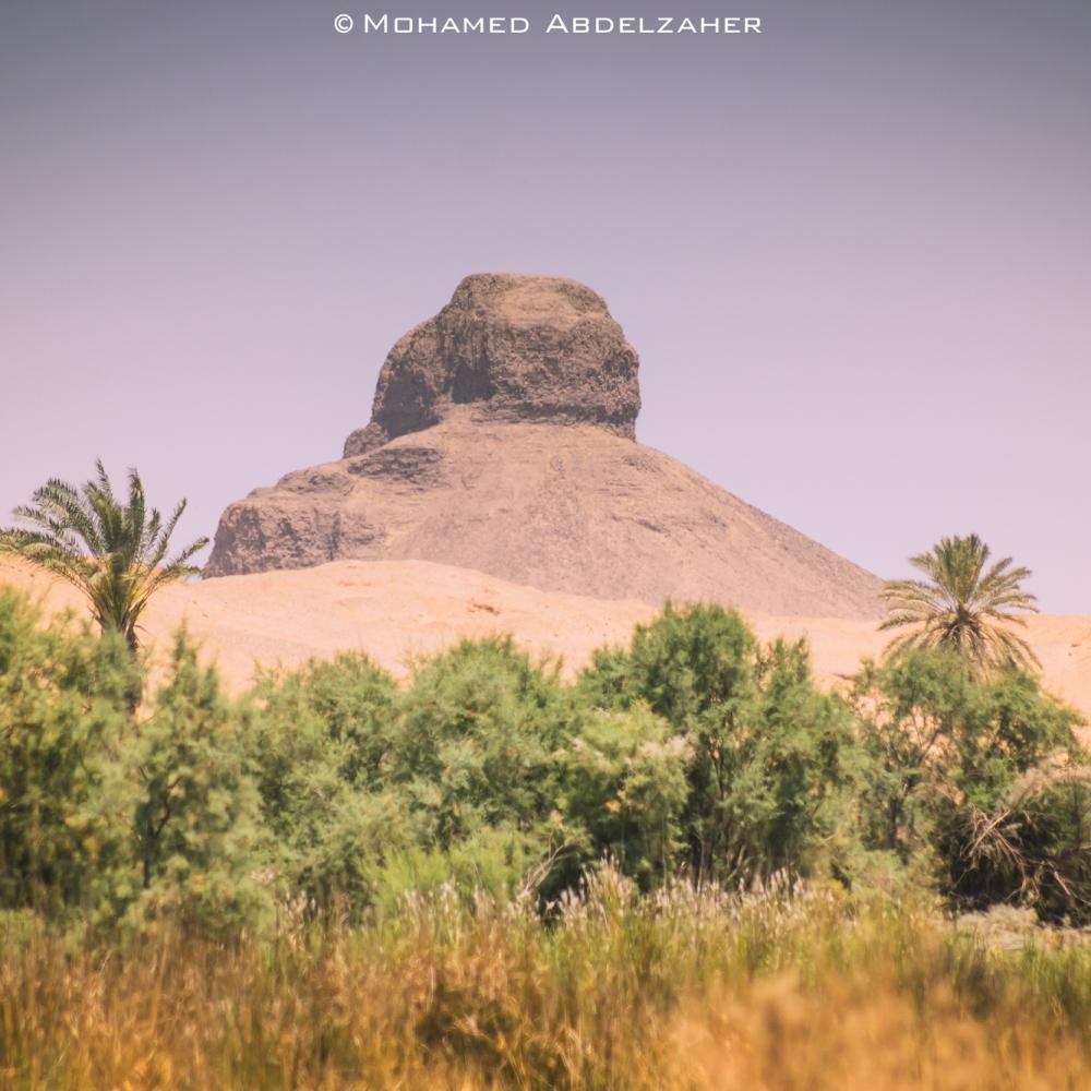 Black_pyramids,_Giza,_Egypt-cropped