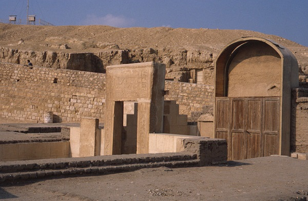 2017.7.80 P der Manuelian - Sphinx temple 1